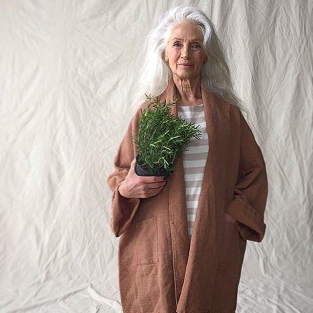 """This person is obviously in the """"mature age range"""" and look how beautiful she is!!  America, youth is NOT everything!!  ♥ Finally Friday! Gudrun gets loads of inspiration from the nature, flowers and green plants. How will you spend your weekend? 🌿  #greenweekend #gudrunsjoden #gudrunsjöden #gudrunsjoeden #gudrunsworld #summertime"""