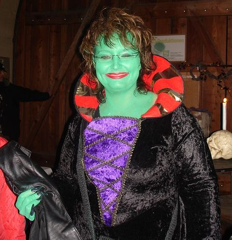 Rent a Costume for Halloween - Top Women Costumes . . . Do you really need to buy a costume for Halloween this year, an outfit which you'll wear for only a few hours of one day of a year?