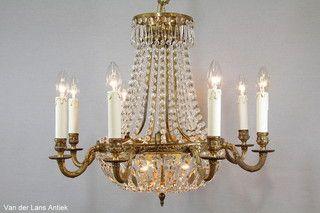 Klassieke kroonluchter 25730 bij Van der Lans Antiek. Meer kristallen lampen op www.lansantiek.com
