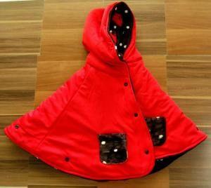 Motif bisa di balik yang luar merah yang dalam hitam polka