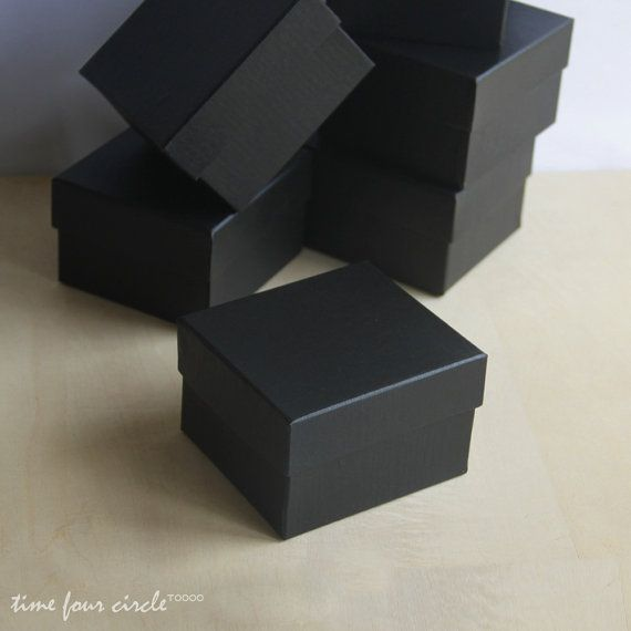 Ces boîtes à cadeaux noir fantaisie sont parfaits pour compléter votre achat. Idéal pour les boucles doreilles, collier, petits jouets et les
