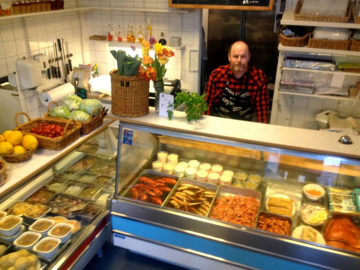 Lennart behind the counter