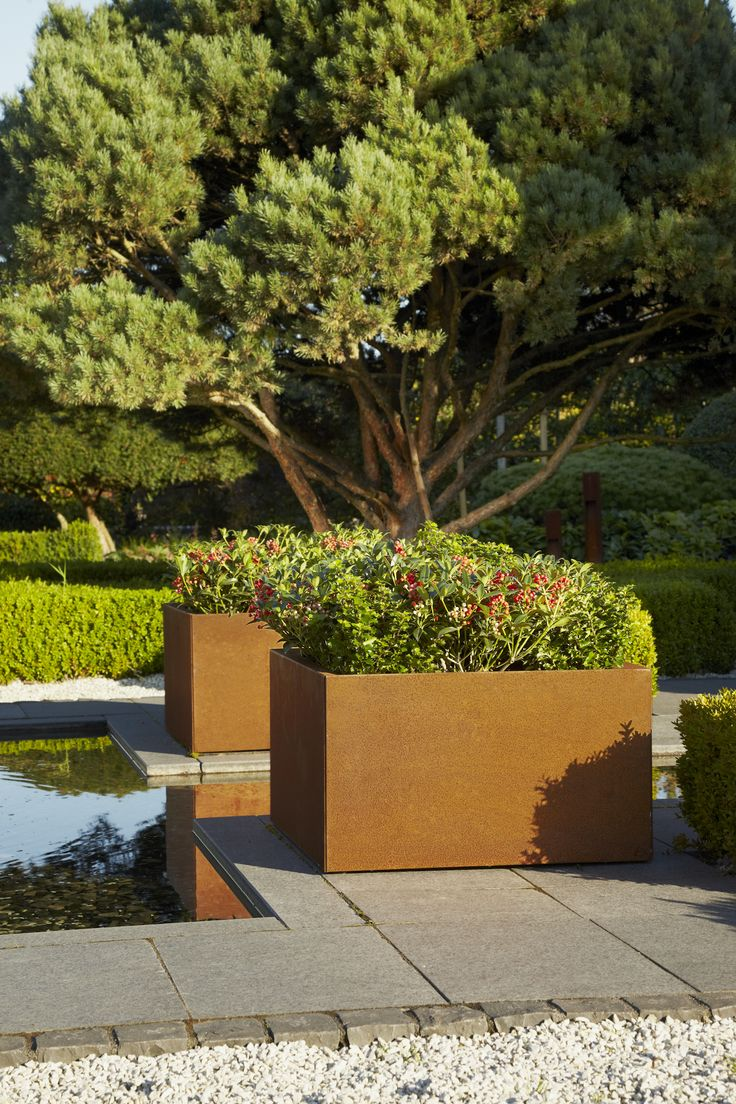 19 best contemporary planters trellis images on for Contemporary garden planters