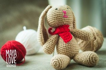 Crochet toy: Rabbit in a scarf