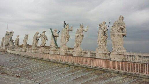 Statues on the roof, st. Peter