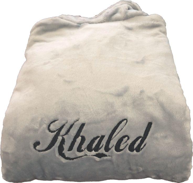 Peignoir polaire personnalisé Khaled réalisé par brodeway.com #peignoirpersonnalisé #cadeaumariage
