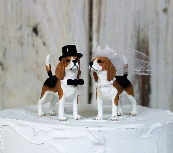 I know, Im not alone, when I say how much I love animals.These Beagles are so sweet looking and make the perfect cake topper  Groom dog has a black bow-tie and black top hat The Bride has a veil with white sheer bow and garter. She also has a white pearl necklace Measurements: 3 x 2 including the tail  International shipping is first class. If you want to ship priority let me know.