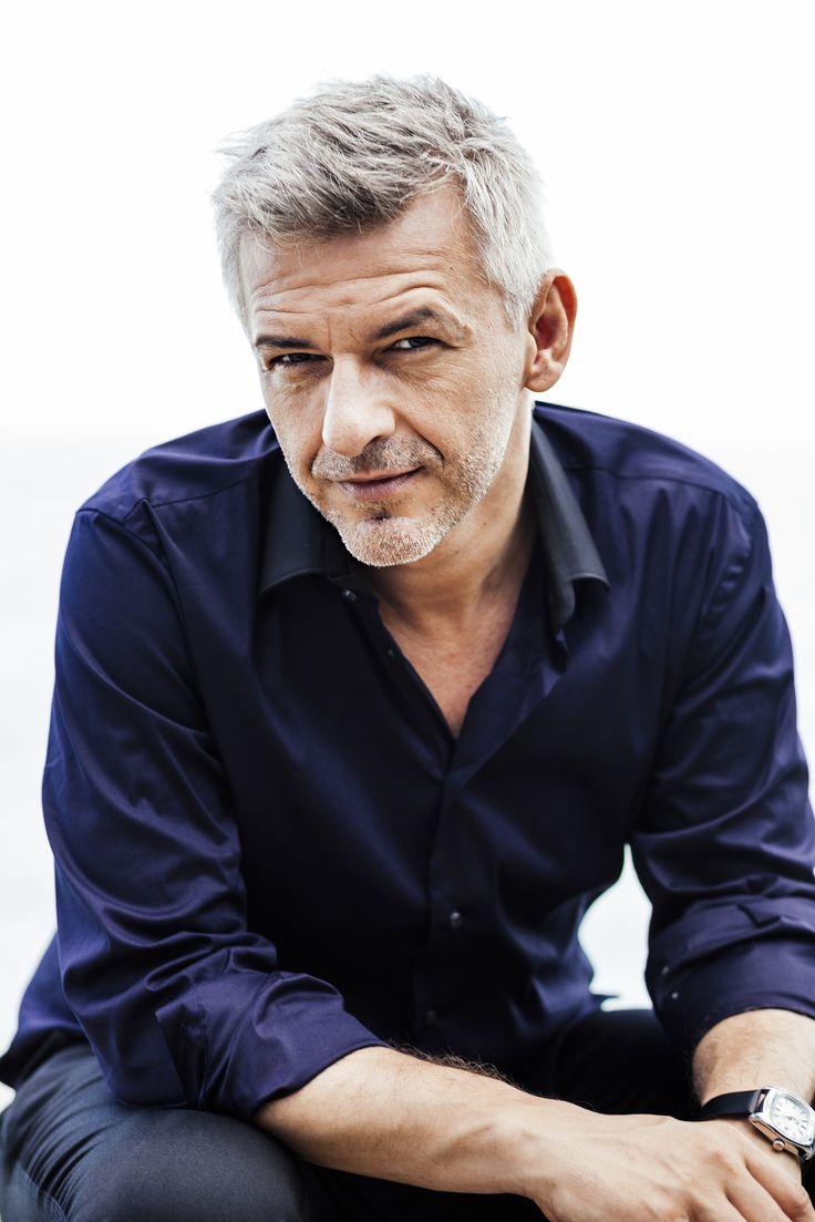 Alföldi Róbert (1967-) Jászai Mari-díjas magyar színész, műsorvezető, rendező.