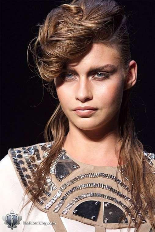 Acconciature capelli lunghi con cresta (Foto 22/41)   Bellezza