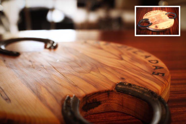 Tabla de picar hecha con una madera vieja y unas for Como hacer una tabla para picar de madera