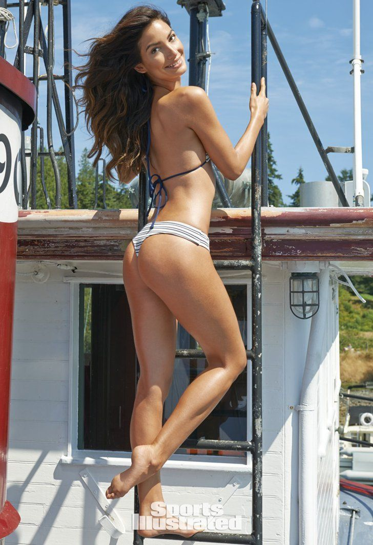 Pin for Later: 53 Sports Illustrated Swimsuit Snaps That Have Nothing to Do With Swimsuits Lily Aldridge