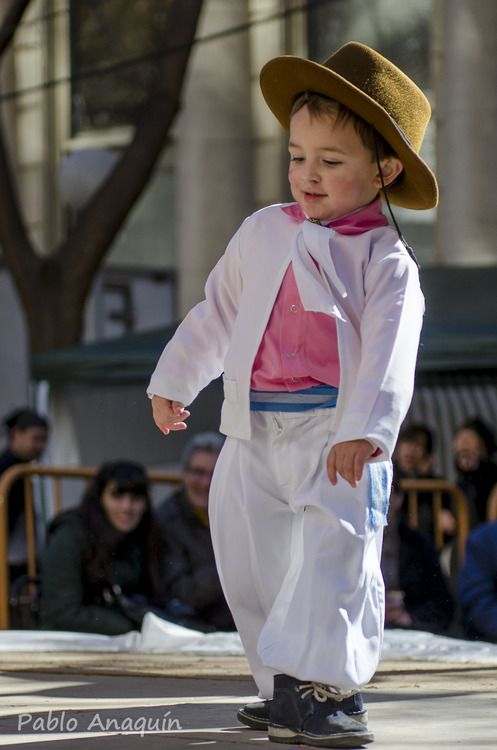 Gauchito  El folcklore se lleva en la sangre y el corazon bombea ritmo al cuerpo.  Festival del Patrono de la ciudad de Mendoza-Argentina