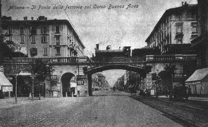 Ponte della ferrovia in corso Buenos Aires. Passava per viale Tunisia e partiva dalla vecchia Stazione Centrale nell'attuale P.zza Repubblica. Fu abbattuta nel 1931 quando ormai entrò in servizio la nuova Centrale.