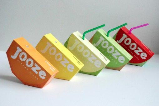 Projet d'étudiant pour les jus de fruits Jooze. Même au niveau de l'étiquette, on remarque l'utilisation d'une typographie simple, assez épaisse, ronde. Enfin, l'intérieur des lettres est comme coloré à la craie/ crayon blanc(he) pour encore une fois rappeler le monde de l'enfance/ école (jus de fruits destiné à être bu durant la récréation).