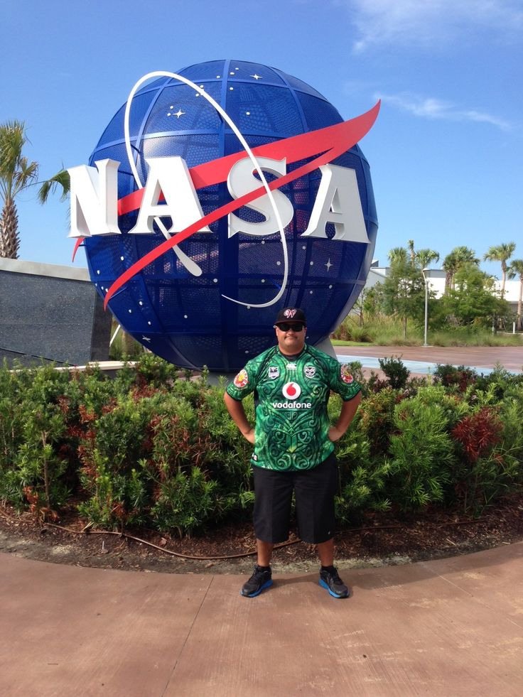 Member Jason Papuni wearing his Vodafone Warriors jersey at the Kennedy Space Centre in Florida, despite the high of 33 degrees! #WarriorsWorld