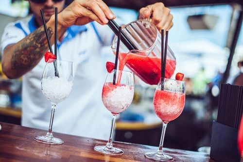 Image via We Heart It https://weheartit.com/entry/140493348/via/30455395 #alcohol #berries #berry #cocktail #drink #drinks #food #healthy #ice #relaxing #restaurant #strawberries #strawberry #summer