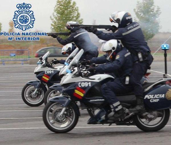 Maniobras de exhibición del Cuerpo Nacional de Policia