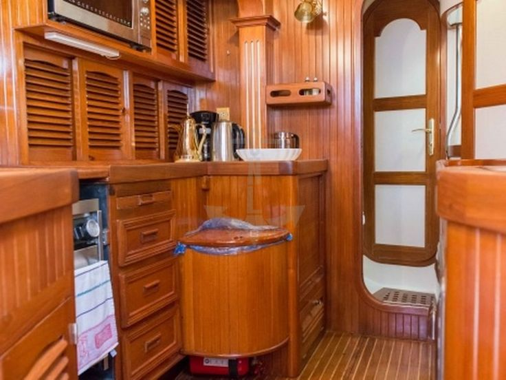 LADY NATHALIE | CNL Yacht