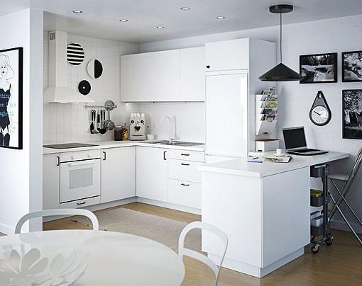 cocina blanca integrada en el saln