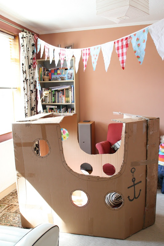 DiY pirate ship from cardboard box - All for the Boys