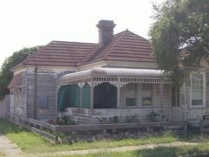 Old Queenslander home in need of some good TLC.