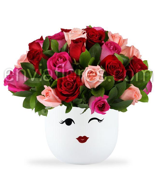 Sorprende y enseña tu lado romántico con un Arreglo de flores Besos con amor. Hermoso arreglo floral con un Arreglo de flores Besos con amor en jarrón grande vidrio. Envía un Arreglo de flores Besos con amor a Monterrey.