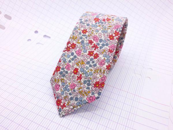Image of Cravate Slim Liberty Emilia's Flower rose et rouge