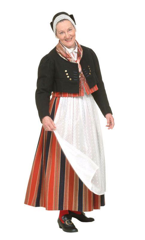 Porvoon pitäjän naisen kansallispuku. Kuva © Taito Uusimaa