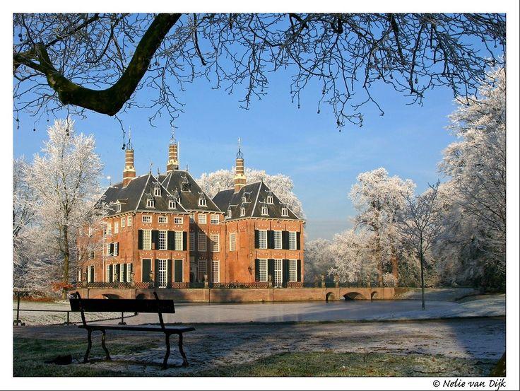Te koud om te zitten....en te genieten van het uitzicht op kasteel Duivenvoorde. The Netherlands