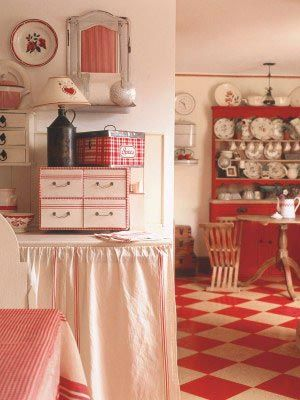 country red: Cottages Kitchens, Red And White, Kitchens Design, Vintage Kitchens, Red Kitchens, Farmhouse Style, Country Kitchens, Retro Kitchens, White Kitchens