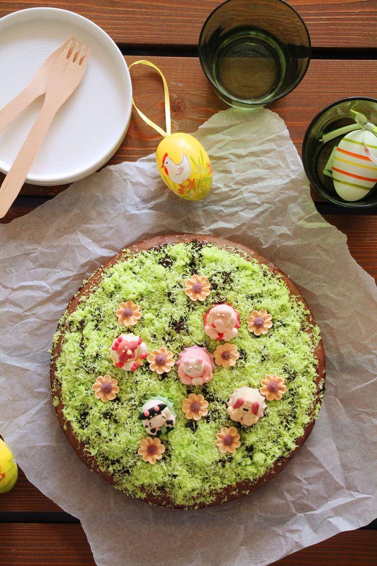 έφτιαξα ένα κέικ. Ένα τριπλά σοκολατένιο κέικ με φουντούκι. Τριπλά! Και άλειψα την επιφάνεια του με άφθονη nutella. Και μετά την πασπάλισα με τριμμένο μπισκότο Oreo.