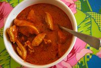 Korma curry med kyckling. Enkel mild curry med kyckling, russin och mandel.