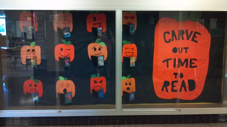Each jack-o-lantern has a different expression while reading a book.