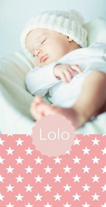 Strak langwerpig geboortekaartje met sterretjes patroon en de foto van jullie kindje. Het modern lettertype maakt dit babykaartje een perfect stoer meisjes kaartje.