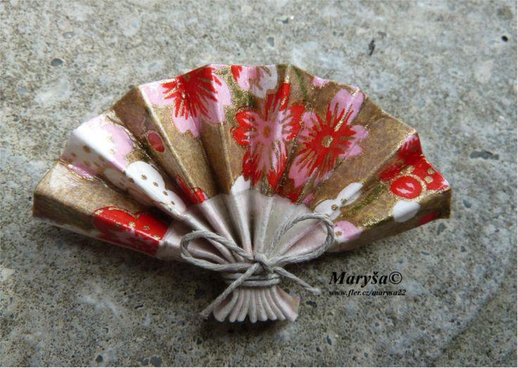 Flowered fan, origami brooche.