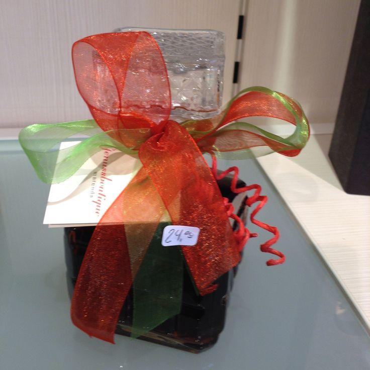 Erdbeer-Rharbar-Likör in schöner Geschenksflasche