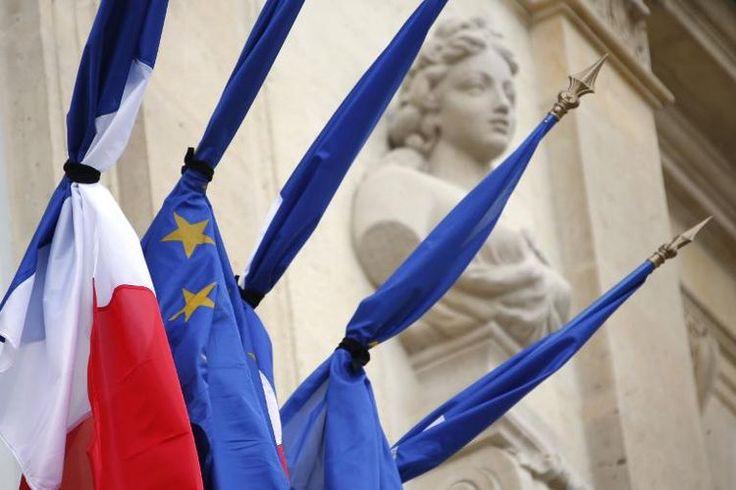 Le deuil national, une décision rarissime en France. Le dernier deuil national en France remonte au 14 septembre 2001, trois jours après les attentats aux Etats-Unis.
