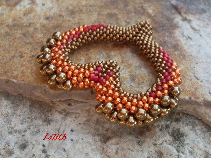 Tubular peyote.  Effective use of bead sizes and shapes to form 3 dimensional curves