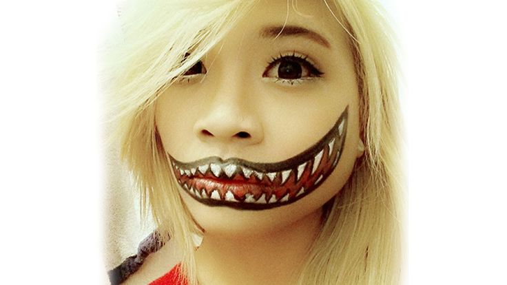 Creepy Cute Smiling Halloween Makeup Tutorial