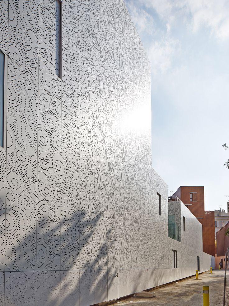 avenier питомник КОРНЕХО в Париже имеет перфорированную фасад