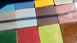 Type tegel voor achter de kachel  http://www.vdb-tiles.com/nl/content/zellije-marokaanse-tegels