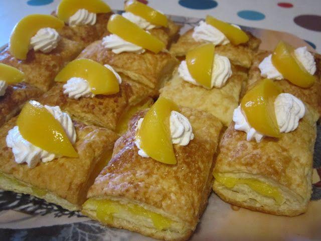 retângulos folhados com pêssego e bolocream