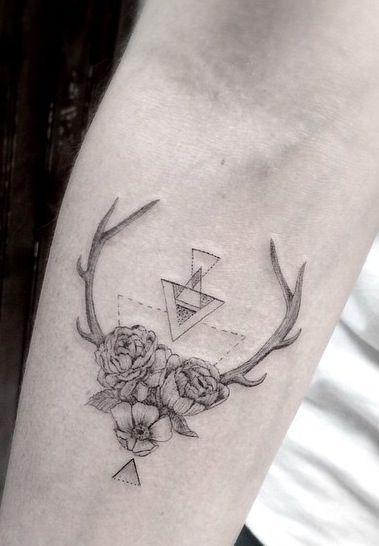 15 tatouages féminins et fleuris qui nous font vraiment très envie.