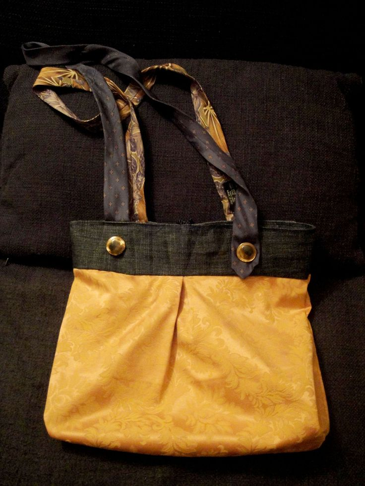 Bag made by PouPée-Pe: using upcycled ties as handles (back side).