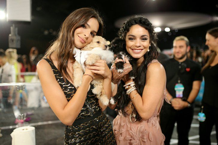 Pin for Later: That's a Wrap! 31 of the Best Pictures From the MTV VMAs Emily Ratajkowski and Vanessa Hudgens