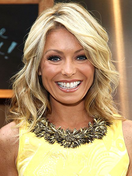 Kelly Ripa Hairstyles | Coco's Twitter debut, plus more from Jay-Z, Michelle Obama and other ...