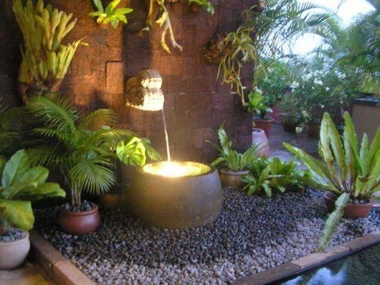 die 25 besten ideen zu gartenbrunnen mit beleuchtung auf. Black Bedroom Furniture Sets. Home Design Ideas
