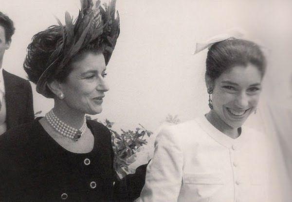 Costanza de Chanel com chapéu feito sob medida. Meu vestido, inspirado em um modelo Chanel sugerido por Eliana Tranchesi da Daslu, foi feito sob medida com 7 provas.