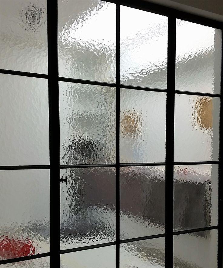 Meer dan 1000 afbeeldingen over stalen deuren en ramen door feral group op pinterest modellen - Badkamer met glas ...