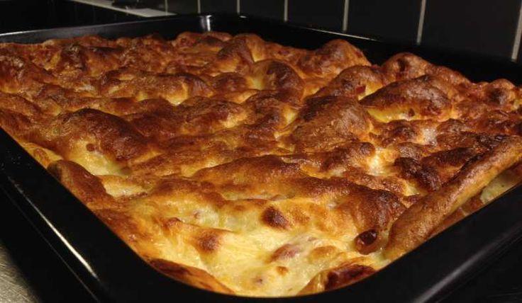 Fläskpannkaka. Stek fläsket på plåten i ugnen 10 min, häll på smeten med 1/2 tsk bakpulver och låt vara på 220 gr i 25 eller mer.